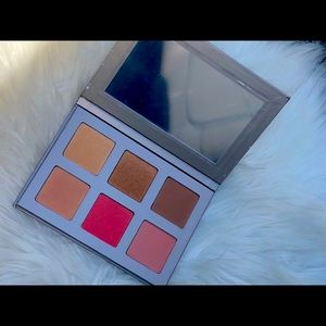 NWT ICONIC LONDON FACE PALETTE BLAZE CHASER